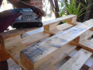 Como-fazer-um-sofa-de-pallets2