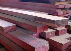 As-madeiras-mais-indicadas-para-construcao-de-telhado-roxinho