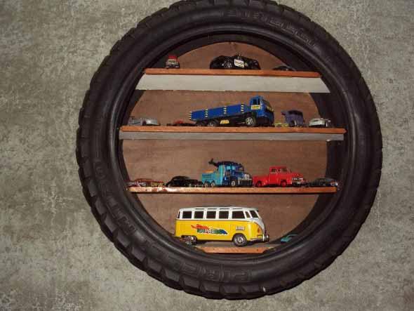10-Ideias-para-reutilizar-o-pneu-na-decoracao-de-casa-prateleira2